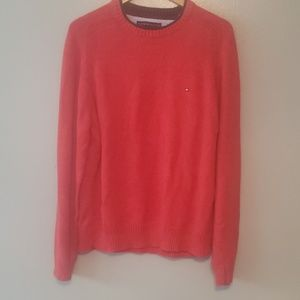 Tommy Hilfiger sweater appears to be like new qual